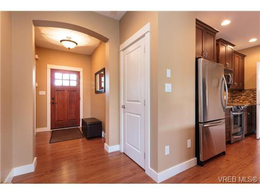 Photo 12: Photos: 4066 Copperridge Lane in VICTORIA: SW Glanford House for sale (Saanich West)  : MLS®# 732504
