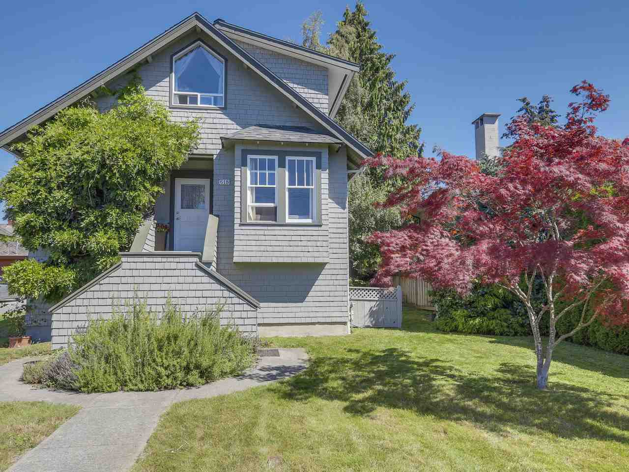 """Main Photo: 618 E 11TH Street in North Vancouver: Boulevard House for sale in """"Grand Boulevard"""" : MLS®# R2098623"""