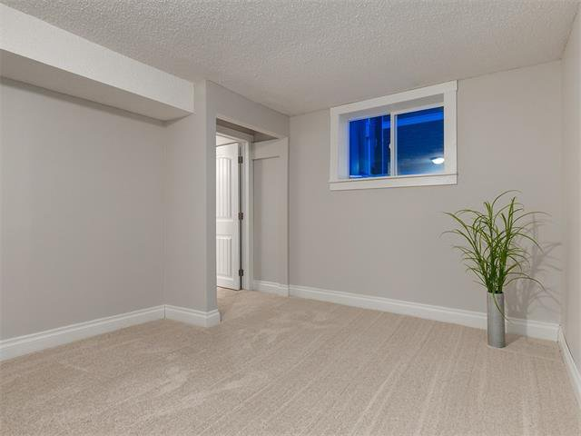 Photo 33: Photos: 453 29 Avenue NW in Calgary: Mount Pleasant House for sale : MLS®# C4091200