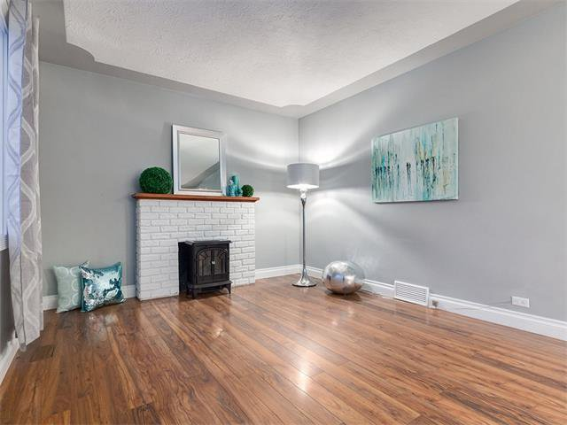 Photo 6: Photos: 453 29 Avenue NW in Calgary: Mount Pleasant House for sale : MLS®# C4091200