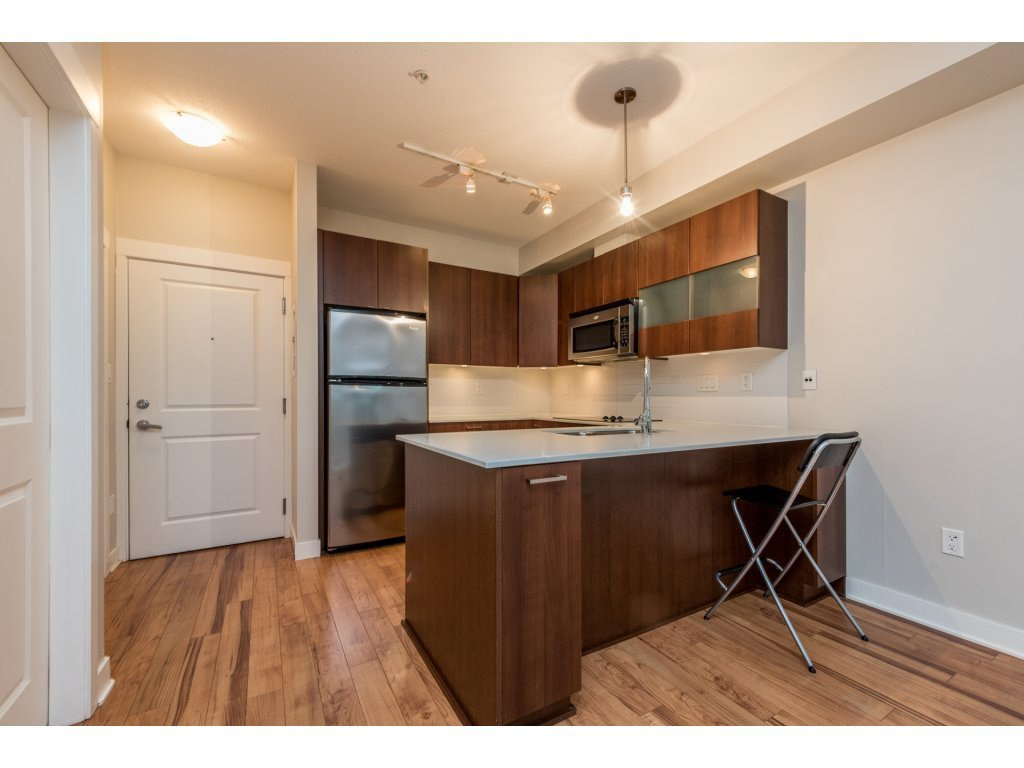 "Photo 5: Photos: 115 13321 102A Avenue in Surrey: Whalley Condo for sale in ""AGENDA"" (North Surrey)  : MLS®# R2154344"