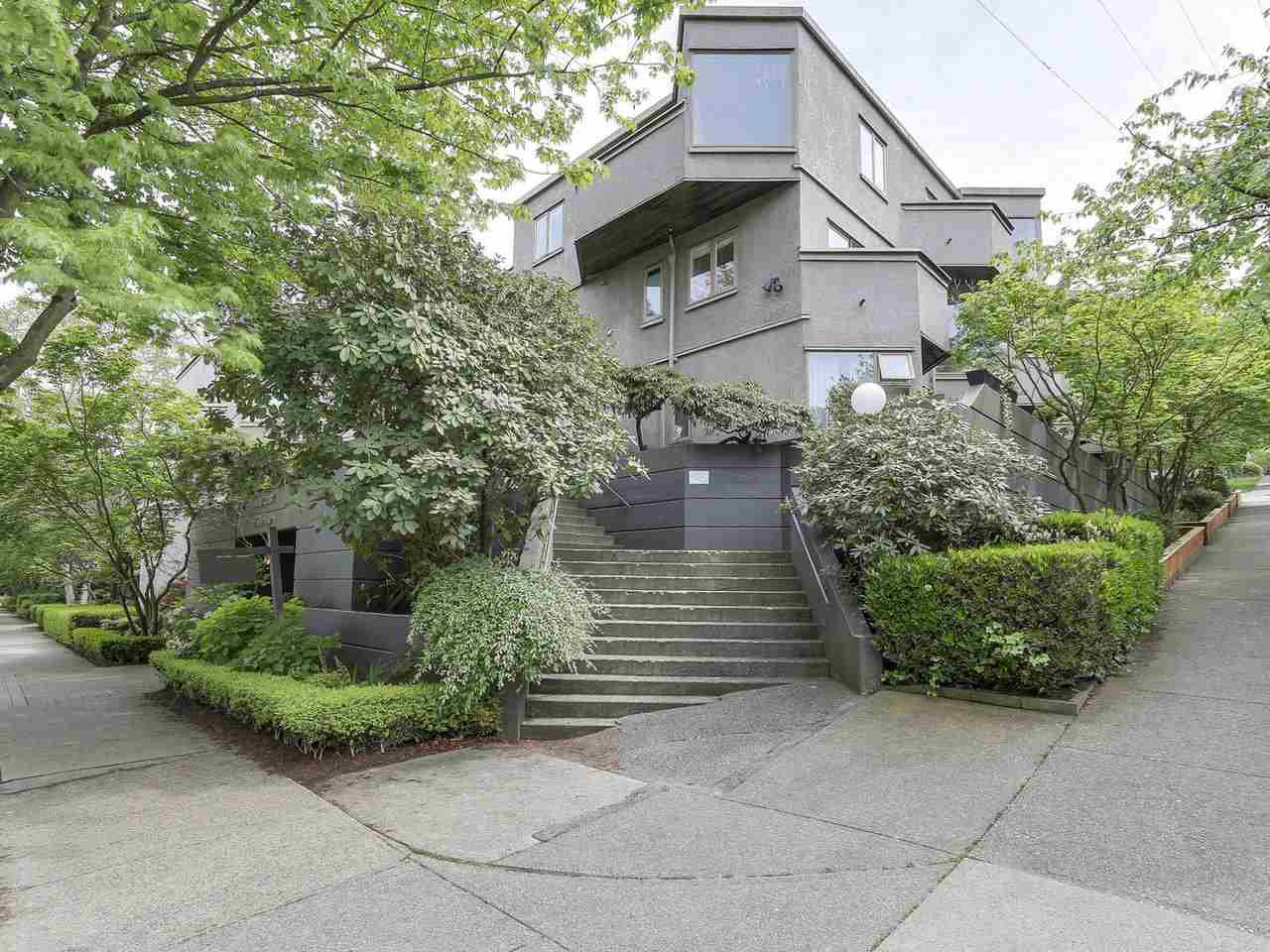 "Main Photo: 58 870 W 7TH Avenue in Vancouver: Fairview VW Townhouse for sale in ""Laurel Court"" (Vancouver West)  : MLS®# R2169394"