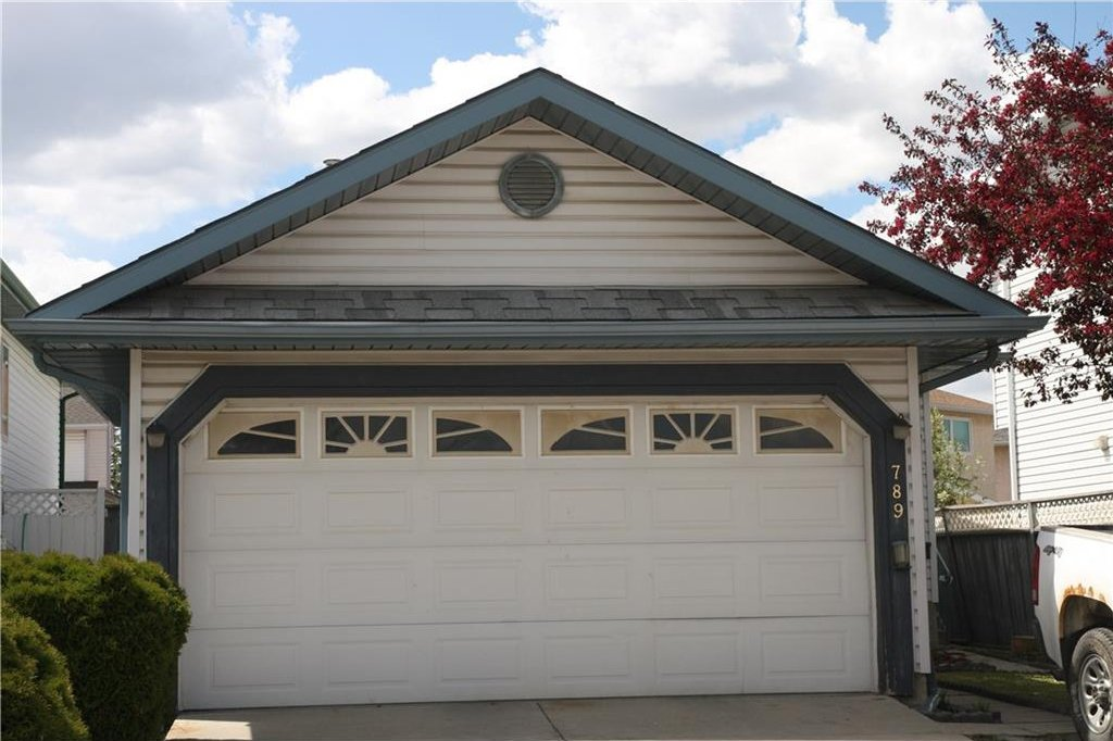 Main Photo: 789 APPLEWOOD Drive SE in Calgary: Applewood Park House for sale : MLS®# C4118387
