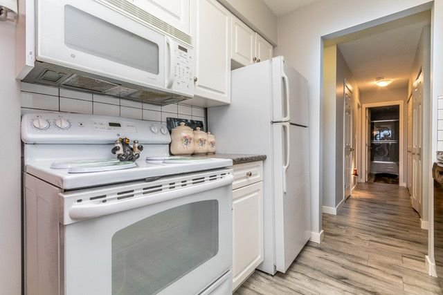 """Photo 6: Photos: 202 2211 CLEARBROOK Road in Abbotsford: Abbotsford West Condo for sale in """"Glenwood Manor"""" : MLS®# R2242962"""