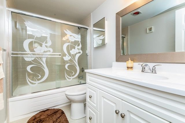 """Photo 9: Photos: 202 2211 CLEARBROOK Road in Abbotsford: Abbotsford West Condo for sale in """"Glenwood Manor"""" : MLS®# R2242962"""