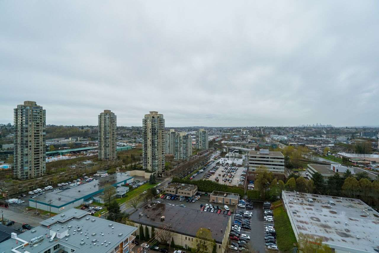 "Main Photo: 2103 2138 MADISON Avenue in Burnaby: Brentwood Park Condo for sale in ""MOSAIC Renaissance"" (Burnaby North)  : MLS®# R2257836"