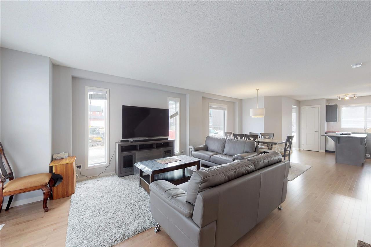 Photo 12: Photos: 5203 20 Ave in Edmonton: Zone 53 House Half Duplex for sale : MLS®# E4136572