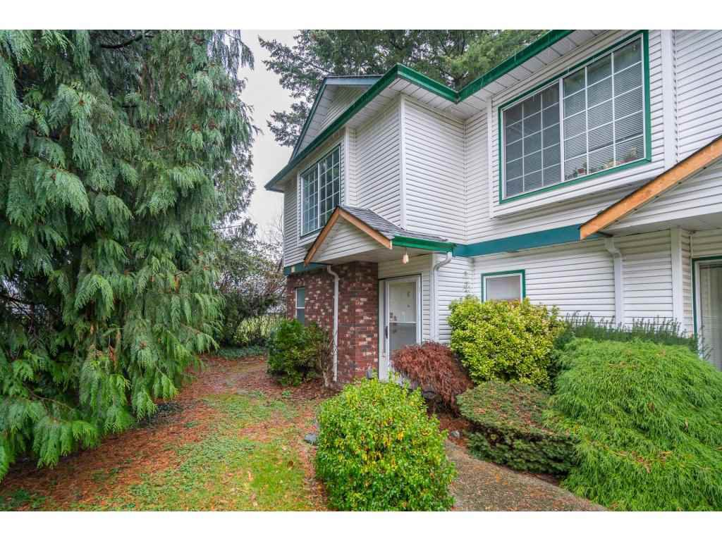 Main Photo: 6 9437 HAZEL Street in Chilliwack: Chilliwack E Young-Yale Townhouse for sale : MLS®# R2327754