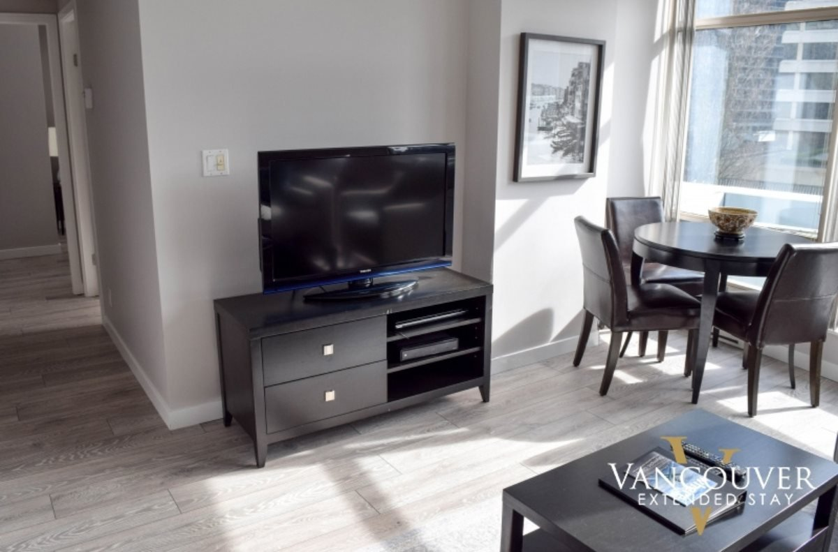 """Photo 4: Photos: 601 1200 ALBERNI Street in Vancouver: West End VW Condo for sale in """"THE PALISADES"""" (Vancouver West)  : MLS®# R2410419"""