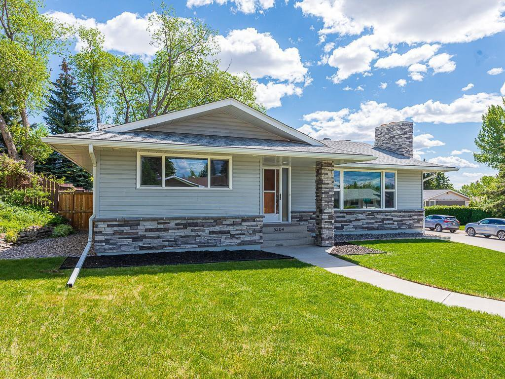 Main Photo: 5204 BAINES Road NW in Calgary: Brentwood Detached for sale : MLS®# C4253747