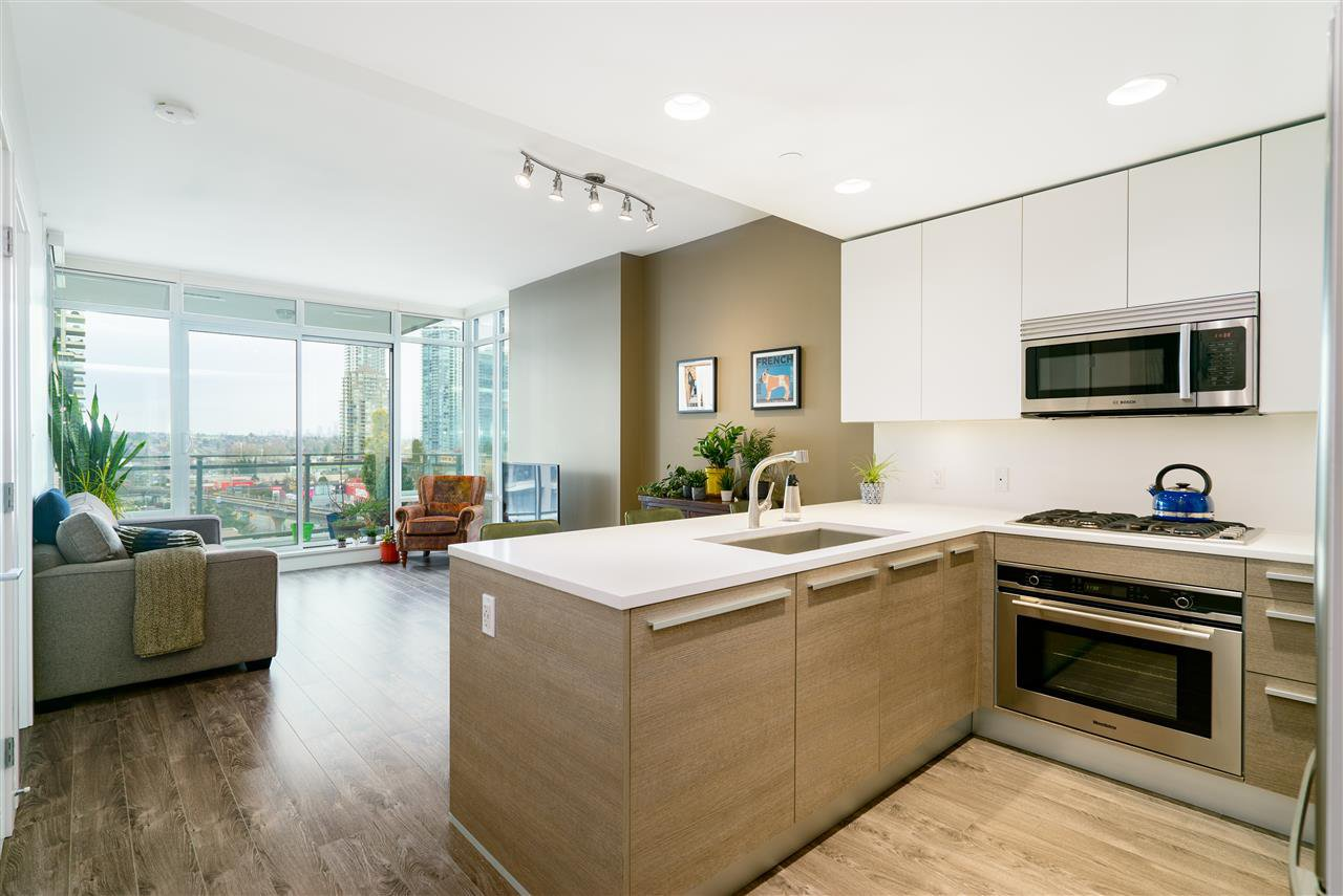 """Main Photo: 801 2008 ROSSER Avenue in Burnaby: Brentwood Park Condo for sale in """"Solo District- Stratus"""" (Burnaby North)  : MLS®# R2447893"""