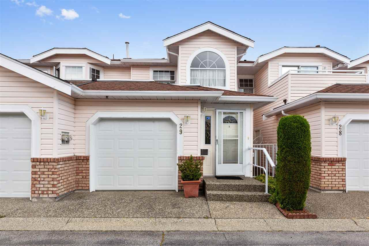 """Main Photo: 29 9168 FLEETWOOD Way in Surrey: Fleetwood Tynehead Townhouse for sale in """"THE FOUNTAINS"""" : MLS®# R2454853"""