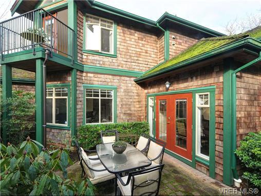Main Photo: 3864 Cadboro Bay Rd in VICTORIA: SE Cadboro Bay Row/Townhouse for sale (Saanich East)  : MLS®# 707315