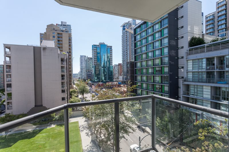 "Main Photo: 605 1212 HOWE Street in Vancouver: Downtown VW Condo for sale in ""1212 Howe"" (Vancouver West)  : MLS®# R2091992"