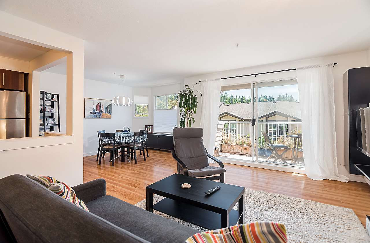 """Main Photo: 202 1000 BOWRON Court in North Vancouver: Roche Point Condo for sale in """"PARKWAY TERRACE"""" : MLS®# R2185115"""