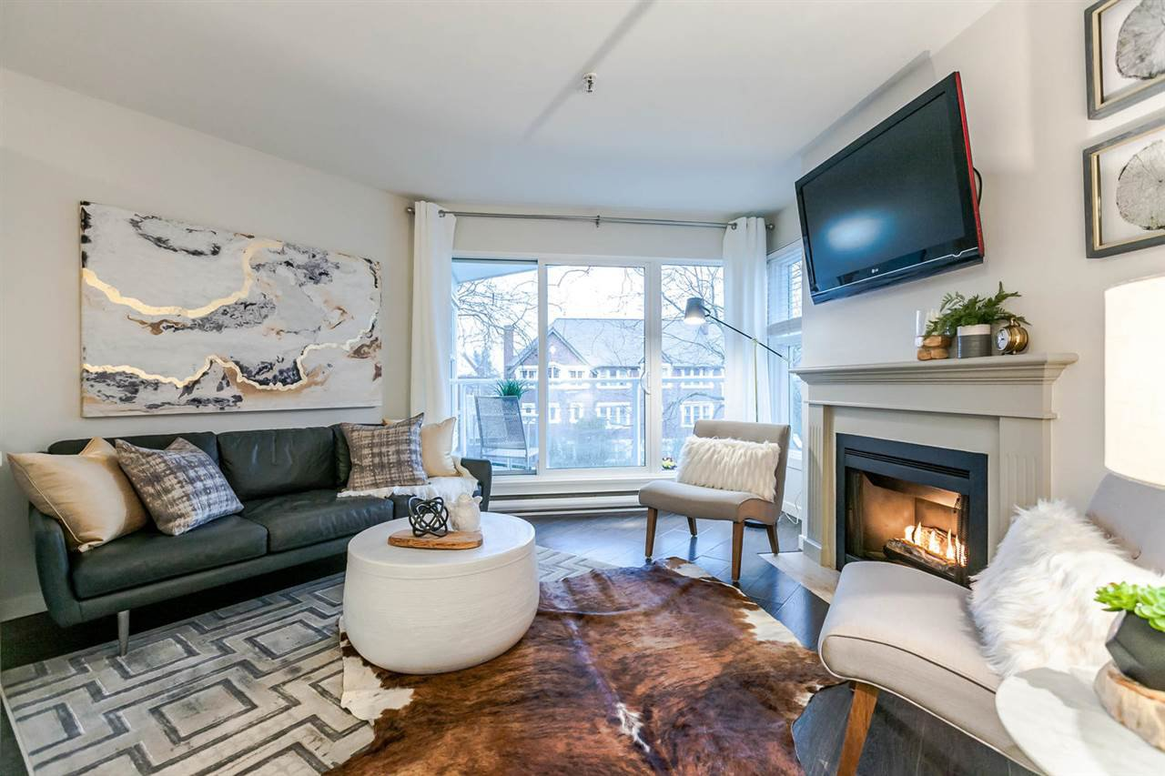 "Main Photo: 310 2020 W 8TH Avenue in Vancouver: Kitsilano Condo for sale in ""Augustine Gardens"" (Vancouver West)  : MLS®# R2235153"
