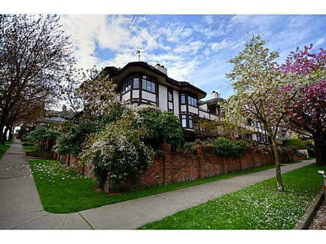 "Main Photo: 2410 YORK Avenue in Vancouver: Kitsilano Townhouse for sale in ""OLD YORK TOWNHOMES"" (Vancouver West)  : MLS®# R2281189"