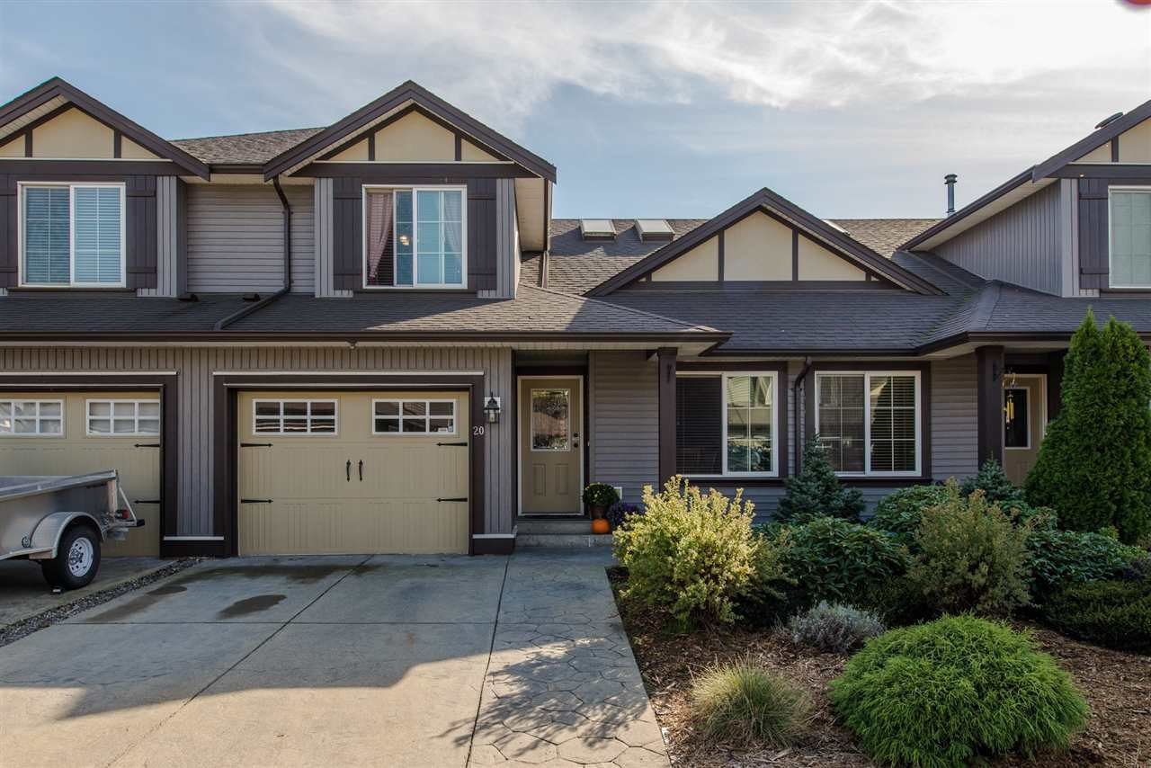 Main Photo: 20 46225 RANCHERO Drive in Sardis: Sardis East Vedder Rd Townhouse for sale : MLS®# R2321826