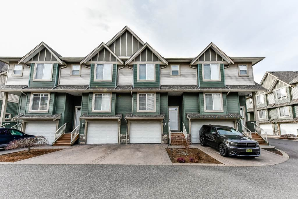 "Main Photo: 54 6498 SOUTHDOWNE Place in Sardis: Sardis East Vedder Rd Townhouse for sale in ""VILLAGE GREEN"" : MLS®# R2340910"