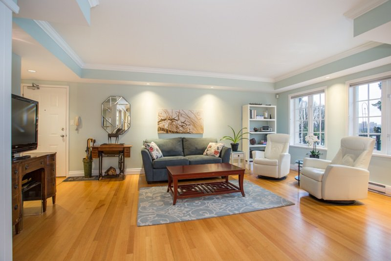 "Main Photo: 103 1311 BEACH Avenue in Vancouver: West End VW Condo for sale in ""Tudor Manor"" (Vancouver West)  : MLS®# R2341226"