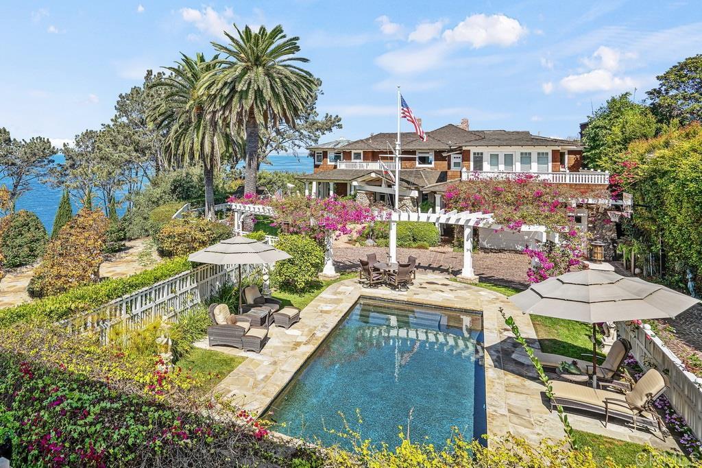 Main Photo: House for sale : 6 bedrooms : 1369 Coast Walk in La Jolla