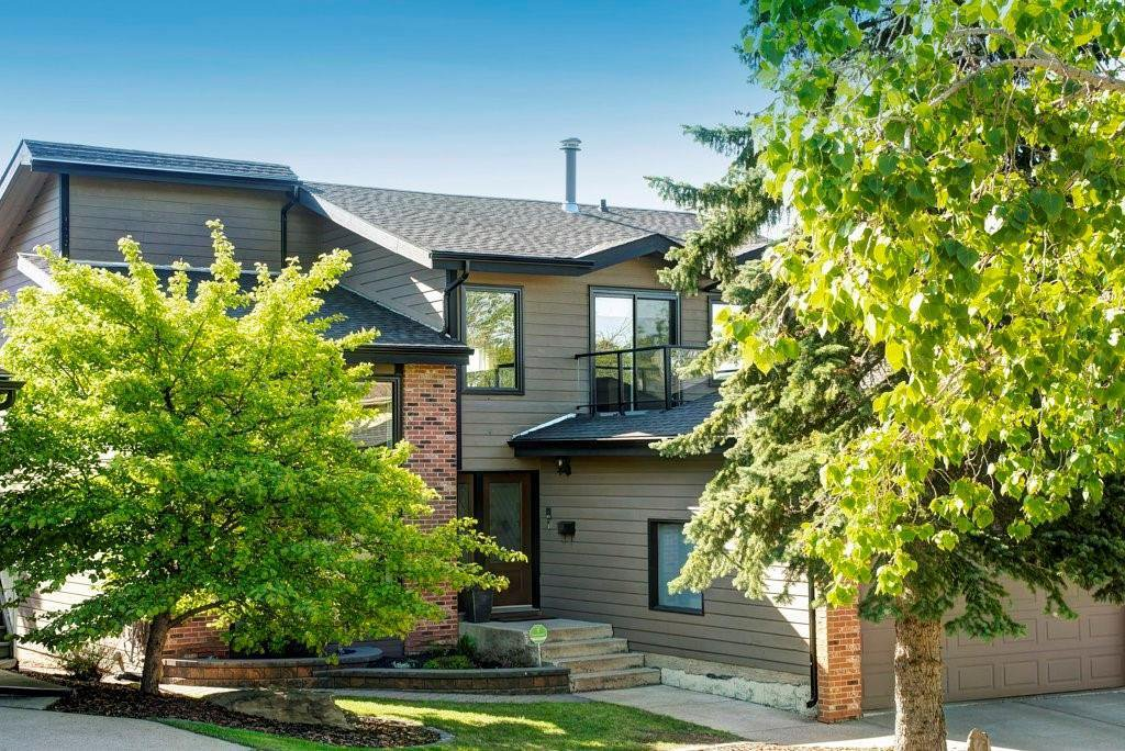 Main Photo: 176 STRATHCONA Road SW in Calgary: Strathcona Park Detached for sale : MLS®# C4301215