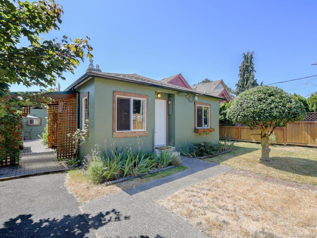 Main Photo: 3011 Cedar Hill Rd in : Vi Oaklands Single Family Detached for sale (Victoria)  : MLS®# 845609