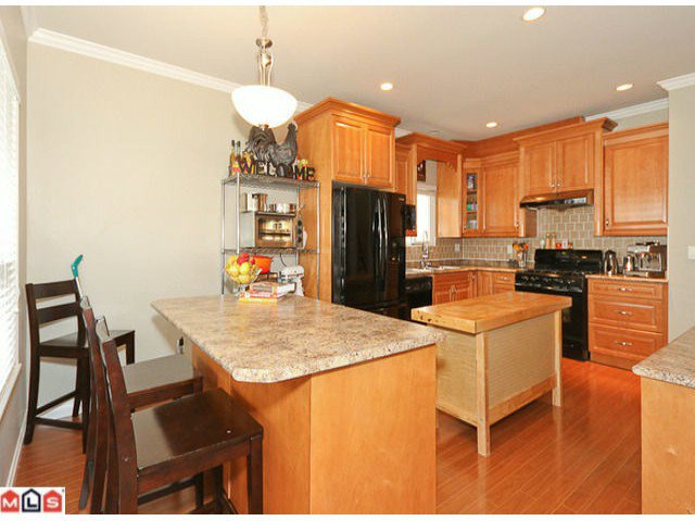 """Photo 4: Photos: 6819 192ND Street in Surrey: Clayton House for sale in """"CLAYTON"""" (Cloverdale)  : MLS®# F1105634"""