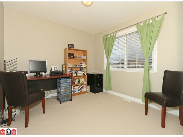 """Photo 8: Photos: 6819 192ND Street in Surrey: Clayton House for sale in """"CLAYTON"""" (Cloverdale)  : MLS®# F1105634"""