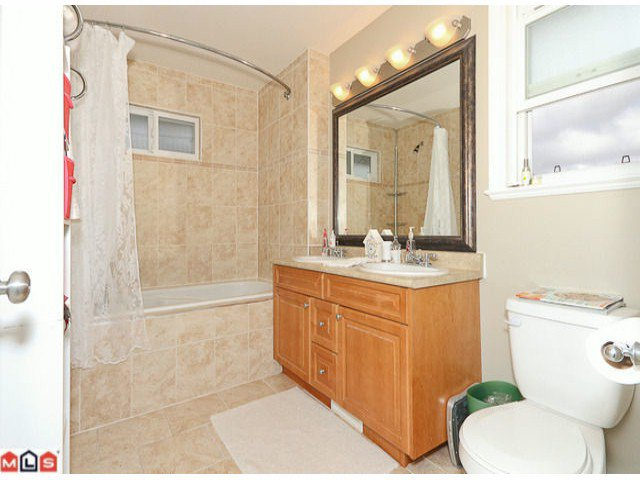 """Photo 7: Photos: 6819 192ND Street in Surrey: Clayton House for sale in """"CLAYTON"""" (Cloverdale)  : MLS®# F1105634"""