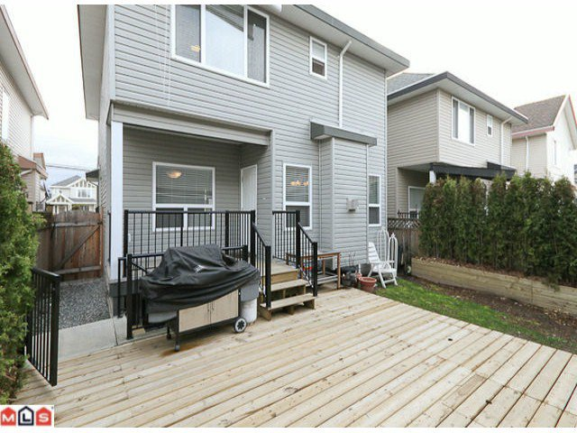 """Photo 10: Photos: 6819 192ND Street in Surrey: Clayton House for sale in """"CLAYTON"""" (Cloverdale)  : MLS®# F1105634"""