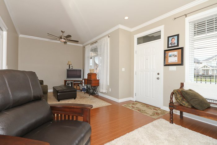 """Photo 12: Photos: 6819 192ND Street in Surrey: Clayton House for sale in """"CLAYTON"""" (Cloverdale)  : MLS®# F1105634"""