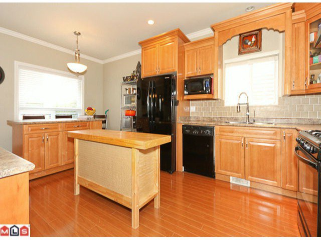 """Photo 5: Photos: 6819 192ND Street in Surrey: Clayton House for sale in """"CLAYTON"""" (Cloverdale)  : MLS®# F1105634"""