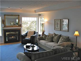 Photo 2: Photos: 894 Currandale Crt in VICTORIA: SE Lake Hill House for sale (Saanich East)  : MLS®# 587229