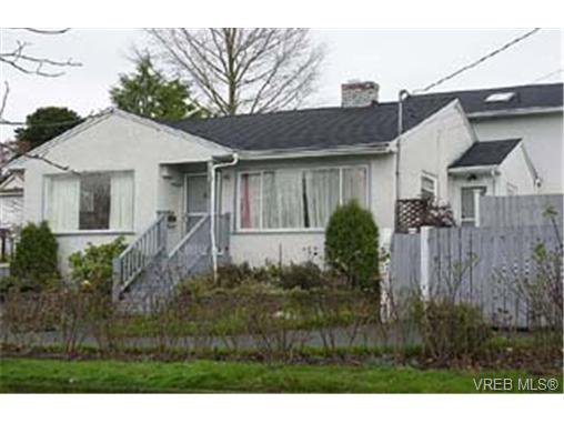 Photo 1: Photos: 1011 Russell St in VICTORIA: VW Victoria West Half Duplex for sale (Victoria West)  : MLS®# 273694
