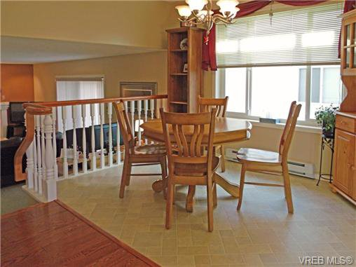 Photo 6: Photos: 741 Bexhill Rd in VICTORIA: Co Triangle Single Family Detached for sale (Colwood)  : MLS®# 635232