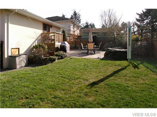 Photo 20: Photos: 741 Bexhill Rd in VICTORIA: Co Triangle Single Family Detached for sale (Colwood)  : MLS®# 635232