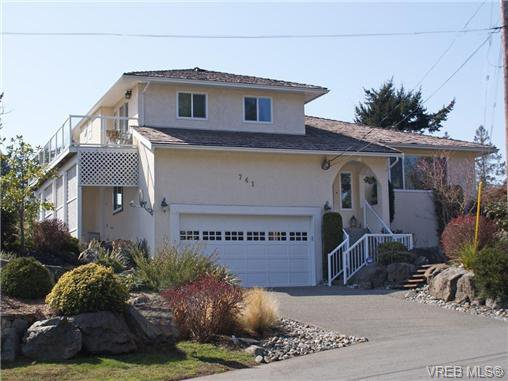 Main Photo: 741 Bexhill Rd in VICTORIA: Co Triangle Single Family Detached for sale (Colwood)  : MLS®# 635232