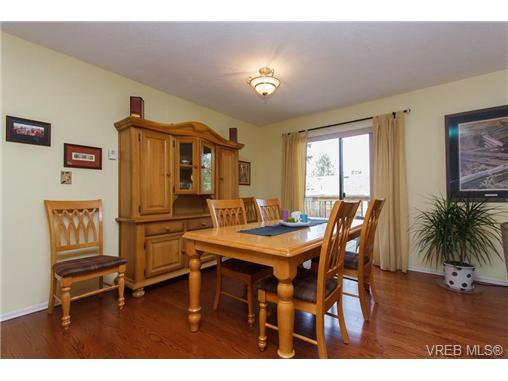 Photo 4: Photos: 741 Bexhill Rd in VICTORIA: Co Triangle Single Family Detached for sale (Colwood)  : MLS®# 635232