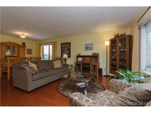 Photo 2: Photos: 741 Bexhill Rd in VICTORIA: Co Triangle Single Family Detached for sale (Colwood)  : MLS®# 635232