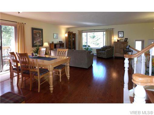 Photo 3: Photos: 741 Bexhill Rd in VICTORIA: Co Triangle Single Family Detached for sale (Colwood)  : MLS®# 635232