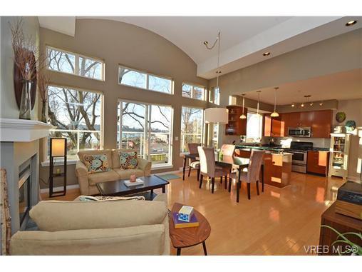 Main Photo: 16 60 Dallas Rd in VICTORIA: Vi James Bay Row/Townhouse for sale (Victoria)  : MLS®# 694479