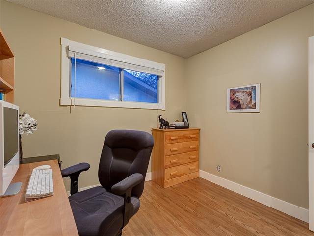 Photo 15: Photos: 5007 48 Street NW in Calgary: Varsity Acres House for sale : MLS®# C4021918