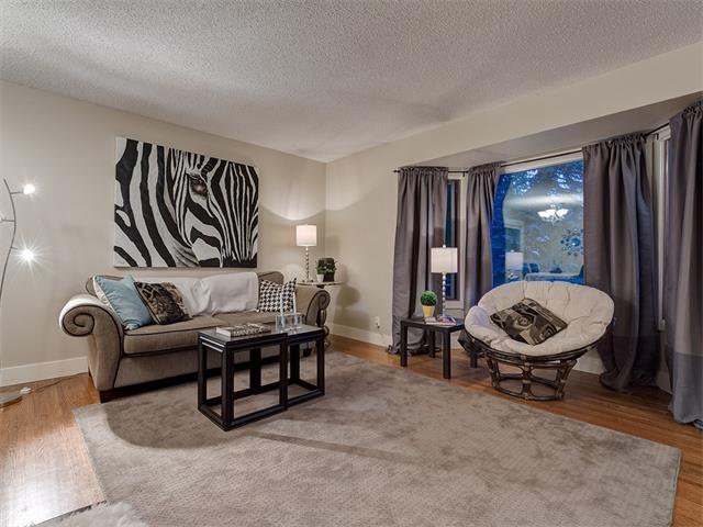 Photo 4: Photos: 5007 48 Street NW in Calgary: Varsity Acres House for sale : MLS®# C4021918