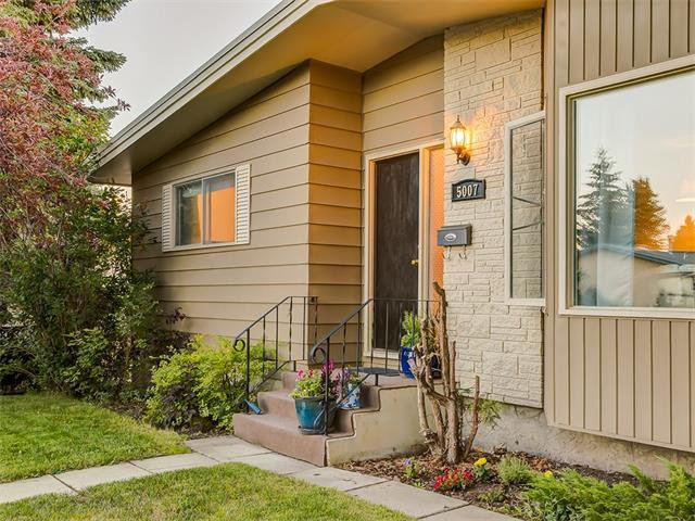 Photo 32: Photos: 5007 48 Street NW in Calgary: Varsity Acres House for sale : MLS®# C4021918