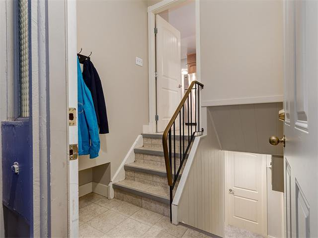 Photo 20: Photos: 5007 48 Street NW in Calgary: Varsity Acres House for sale : MLS®# C4021918