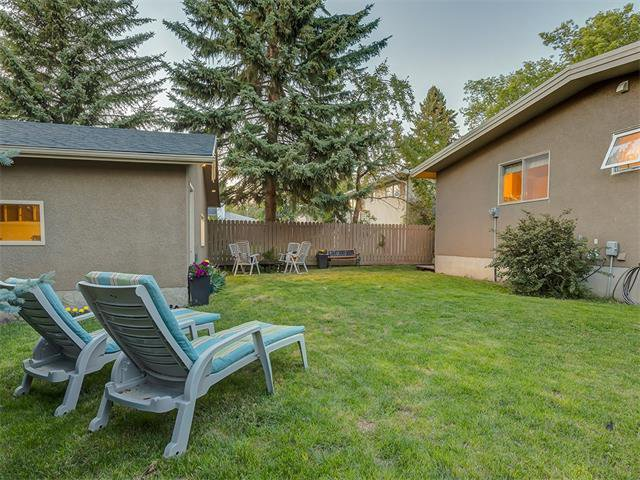Photo 35: Photos: 5007 48 Street NW in Calgary: Varsity Acres House for sale : MLS®# C4021918