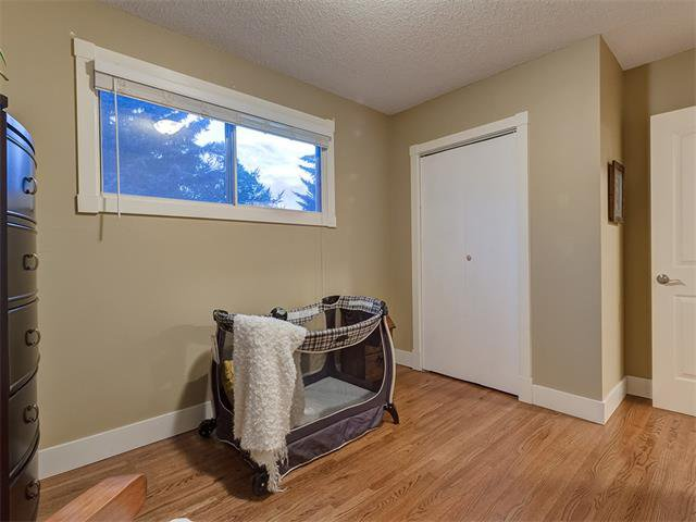 Photo 17: Photos: 5007 48 Street NW in Calgary: Varsity Acres House for sale : MLS®# C4021918
