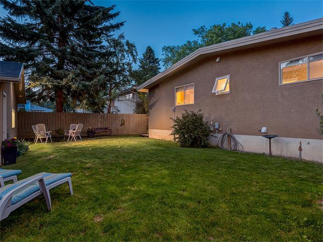 Photo 38: Photos: 5007 48 Street NW in Calgary: Varsity Acres House for sale : MLS®# C4021918