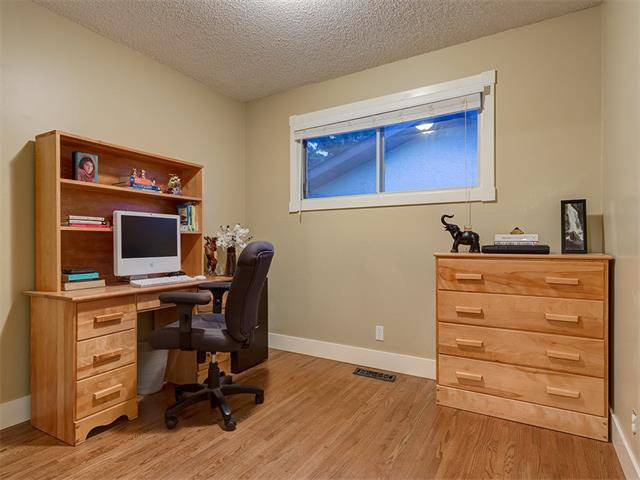 Photo 14: Photos: 5007 48 Street NW in Calgary: Varsity Acres House for sale : MLS®# C4021918